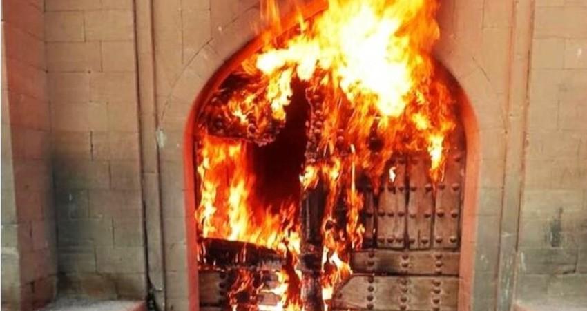 سوزاندن یک اثر 300 ساله توسط افراد ناشناس