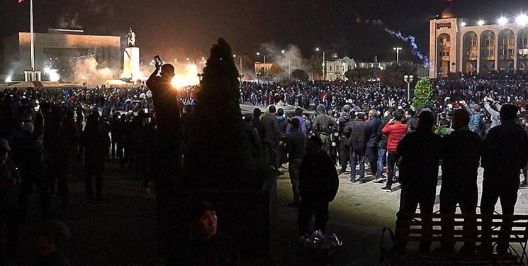 تنش در قرقیزستان، استعفای نخست وزیر و رئیس مجلس