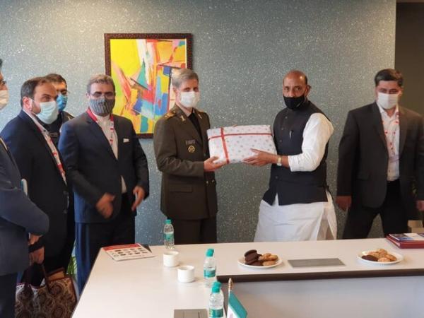 وزرای دفاع ایران و هند با یکدیگر ملاقات و گفت وگو کردند